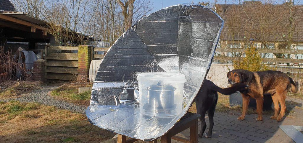 Selbstgebauter Solarkocher Fruehling 2021