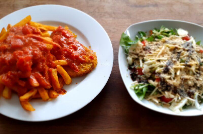 Schnitzel ohne Fleisch. Pommes und Salat